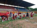 skuad-sulsel-saat-melakoni-pertandingan-perdana-pra-pon-cabor-sepakbola.jpg