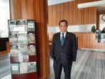 sosok-yuli-priyono-dari-bellboy-hingga-jadi-general-manager-hotel-santika-se-indonesia-timur.jpg