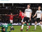 striker-manchester-united-odion-ighalo-tengah-merayakan-gol.jpg