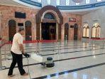 suasana-bersih-bersih-di-masjid-babussalam-pelabuhan-makassar.jpg