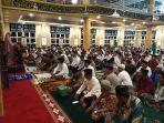 suasana-jamaah-masjid-agung-jeneponto-saat-mendengarkan-ceramah-tarawih.jpg