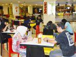 suasana-mtc-foodcourt-di-lantai-4-pusat-perbelanjaan-mtc-karebosi_20180522_204418.jpg