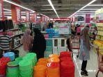 suasana-pengunjung-berbelanja-di-lottemart-panakukkang-sabtu-2112019.jpg