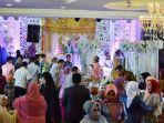 suasana-resepsi-pernikahan-di-grand-ballroom-karebosi-condotel.jpg