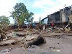 suasana-rumah-warga-rusak-akibat-diterjang-ombak-di-desa-sampulungan.jpg