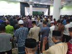suasana-salat-gaib-di-masjid-agung-nurul-iman-barru_20181012_164749.jpg