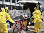 suasana-simulasi-tim-medis-mengevakuasi-seorang-warga-negara-asing-wna-2.jpg
