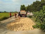 suasana-warga-desa-parippung-kecamatan-barebbo-kabupaten-bone-652021.jpg