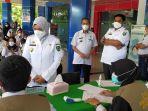 syarifuddin-mendampingi-bupati-maros-meninjau-screening-vaksinasi-covid-19.jpg