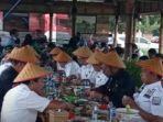 syl-menikmati-makan-siang-di-lesehan-tepi-sawah-sidrap-1062021.jpg
