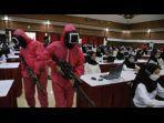 tentara-merah-muda-menjaga-tes-cpns-kemenkumham-di-kampus-untag-surabaya.jpg