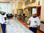 tim-chef-aryaduta-makassar-menyiapkan-paket-box.jpg