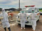tim-medis-dinas-kesehatan-kabupaten-gowa-mendatangi-penginapan-wna-yang-reaktif-covid-19.jpg
