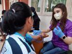 tim-medis-sedang-memeriksa-tekanan-darah-atlet-di-kantor-koni-sulsel-selasa-2962021.jpg