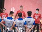 tim-pelatih-akademi-psm-makassar-saat-memberikan-arahan-2292021.jpg