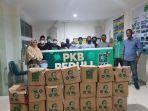 tim-pkb-peduli-foto-bersama-disela-sela-penyaluran-paket-bantuan.jpg