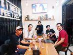 tim-protek-kemenag-kabupaten-pinrang-mengadakan-pertemuan-di-cafe-corner.jpg