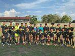 tim-sepak-bola-pon-sulsel-sebelum-pergantian-skuad-2562021.jpg