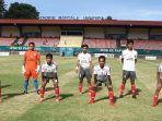 tim-sepak-bola-sulawesi-selatan-di-stadion-mandala-jayapura-senin-04102021.jpg