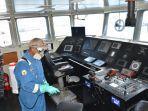 tim-subsatgas-covid-19-lantamal-vi-melaksanakan-sterililisasi-kapal-perang-kri-sampari-628.jpg