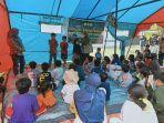 tim-trauma-healing-polbangtan-gowa-hibur-anak-anak-pengungsi-dalam-tenda.jpg