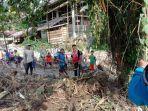 tni-bersama-masyarakat-setempat-melakukan-perbaikan-saluran-air_20181016_090124.jpg