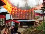 tongkonan-terbakar-saat-berlangsung-upacara-rambu-solo-di-langda-toraja-utara-selasa-12102021.jpg