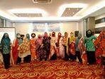 tp-pkk-sulsel-gelar-bimtek-pengembangan-keterampilan-kreatif-dan-inovatif-batik-shibori.jpg