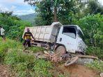 truk-dan-motor-yang-terlibat-lakalantas-di-desa-pantilang-kecamatan-bastem-utara.jpg