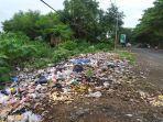 tumpukan-sampah-di-depan-pasar-lambocca-desa-biangkeke.jpg
