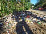 tumpukan-sampah-di-depan-pasar-lambocca.jpg