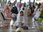 umat-muslim-bersiap-menunaikan-salat-iduladha-1441-hijriah-di-masjid-al-markas-al-islami-4.jpg