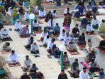 umat-muslim-bersiap-menunaikan-salat-iduladha-1441-hijriah-di-masjid-al-markas-al-islami-5.jpg