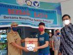 universitas-kristen-indonesia-uki-paulus-makassar-membagikan-ratusan-paket-sembako.jpg