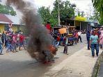 unjuk-rasa-di-depan-kantor-dinas-pemberdayaan-masyarakat-desa-pmd.jpg