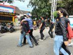 unjukrasa-belasan-mahasiswa-kppm-terkait-kunjungan-kerja-presiden-joko-widodo-di-sulawesi-selatan.jpg