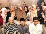 ustadz-abdul-somad-dan-felix-siauw-bersama-artis-perempuan-indonesia_20180604_065829.jpg
