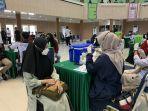 vaksinasi-massal-umi-untuk-mahasiswa-dan-masyarakat-umum-di-aula-al-jibra-kamis-1692021.jpg