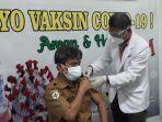 vaksinasi-perdana-vaksin-sinovac-kepada-tenaga-kesehatan-nakes-di-luwu-timur.jpg