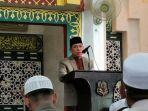 wakil-bupati-sidrap-mahmud-yusuf-saat-mengimbau-masyarakat-di-masjid-agung-pangkajene.jpg
