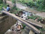 warga-desa-batunilamung-mengeluhkan-proyek-pembangunan-jembatan.jpg
