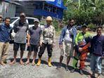 warga-kampung-nana-protes-proyek-lapis-aspal-beton-laston.jpg
