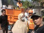 warga-karuwisi-utara-kecamatan-panakkukang-gotong-royong-membersihkan-lingkungannya.jpg