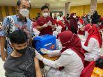 warga-kota-makassar-mengikuti-vaksinasi-covid-19-dalam-rangka-perayaan-hut-kemerdekaan.jpg