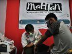 warga-mengikuti-program-makassar-hapus-tatto-di-markas-mahtan-warkop-uccing-1.jpg