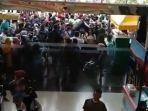 warga-menyerbu-mall-di-tengah-pandemi-virus-corona.jpg