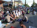 warga-padati-masjid-jami-nurul-yaqin-lalle-untuk-salat-iduladha-selasa-20072021.jpg