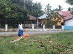 warga-protes-aksi-penebangan-pohon-yang-diduga-dilakukan-oleh-aparat-pemerintah-kecamatan.jpg