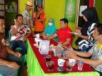 warga-resah-dengan-adanya-tki-yang-baru-saja-pulang-dari-malaysia-dan-berkeliaran-di-desa-paitana.jpg
