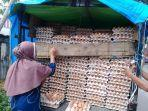 warga-sedang-membeli-telur-ayam-ras-di-pasar-samaenre-kecamatan-sinjai-selatan.jpg